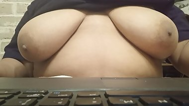 Tits out while typing