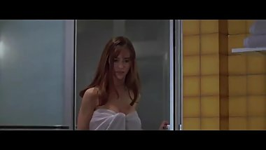 Jennifer Love Hewitt has Clean Tits