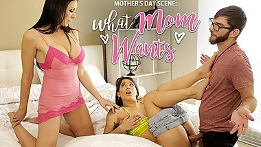 Cumming With Her Step Son And Daughter This Mothers Day S10:E6