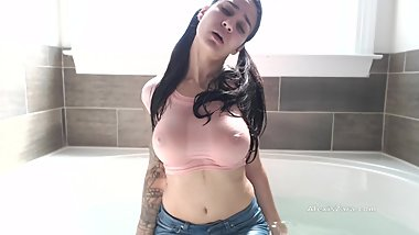 Playing in the Bath - Alexis Zara Fucks Pussy Underwater Wet T Jeans Strip