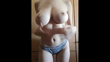 Amazing big natural tits girl lived cam