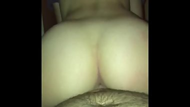 HOT GIRLFRIEND BOUNCES BIG BOOTY ON COCK