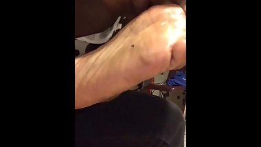 Ebony toe sucking pt 1