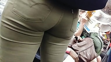 HUGE TEEN BOOTY IN TIGHT ASS JEANS