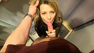 Mom sucked and swallowed cum of a young guy in the fitting room!